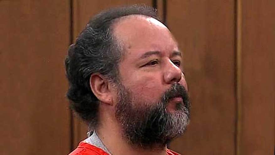 Judge repeatedly told Ariel Castro to raise his head, keep his eyes open during brief court appearance