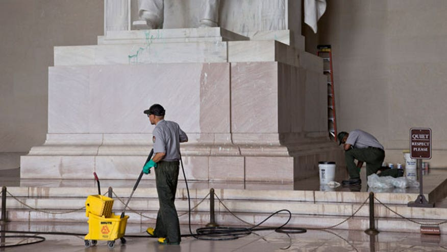 Woman under arrest in Lincoln memorial alkalization