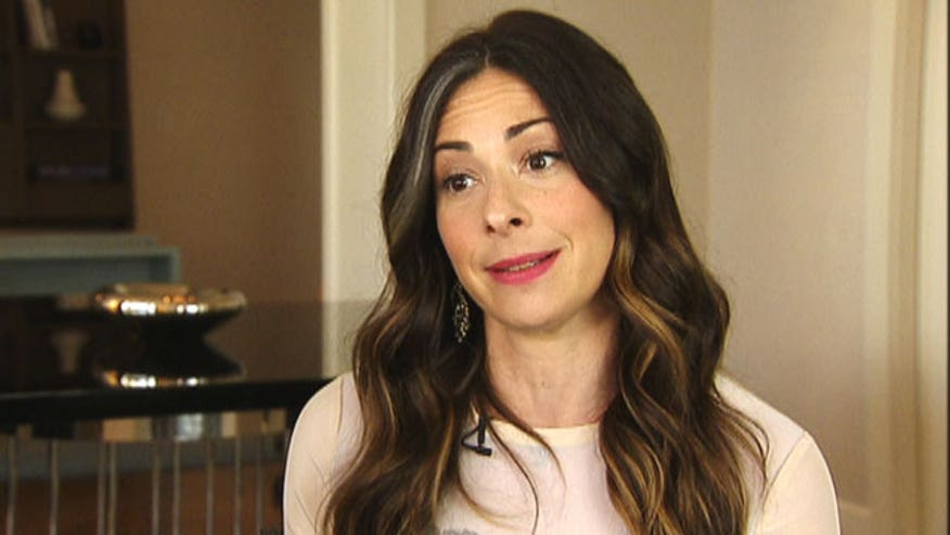 A new campaign with fashion expert Stacy London helps fellow psoriasis patients uncover their confidence