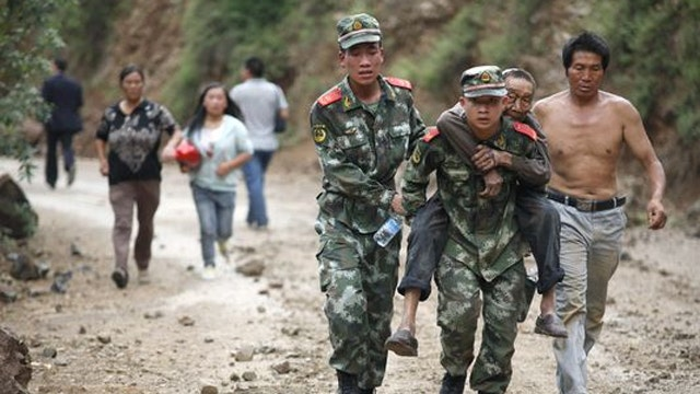Desperate search for survivors after earthquake in China