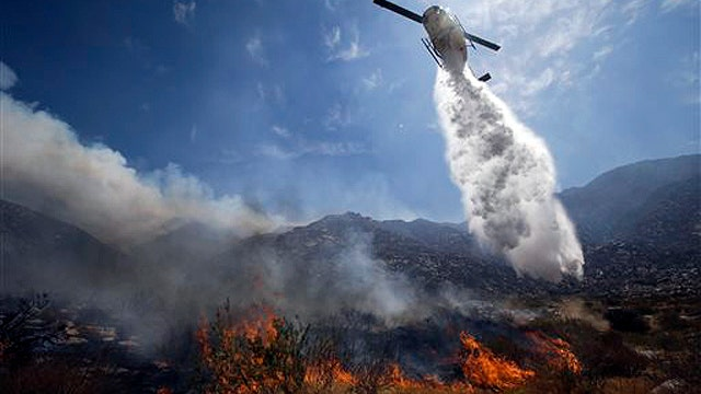 At least 5 injured as Southern Calif. wildfire spreads