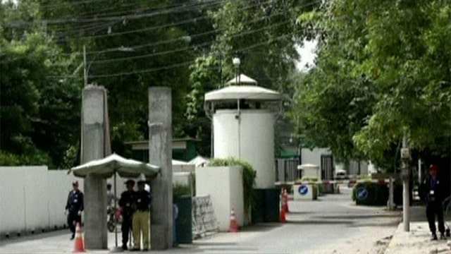 US orders staff out of diplomatic post in Pakistan