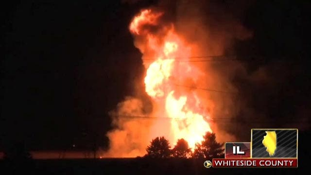 Illinois pipeline blast lights up sky