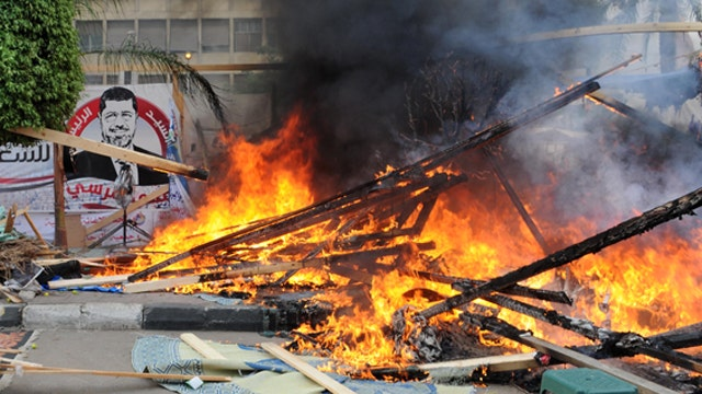 New violence in Egypt as police raid pro-Morsi protest camps