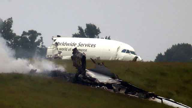 How does a city deal with the crisis of a plane crash?