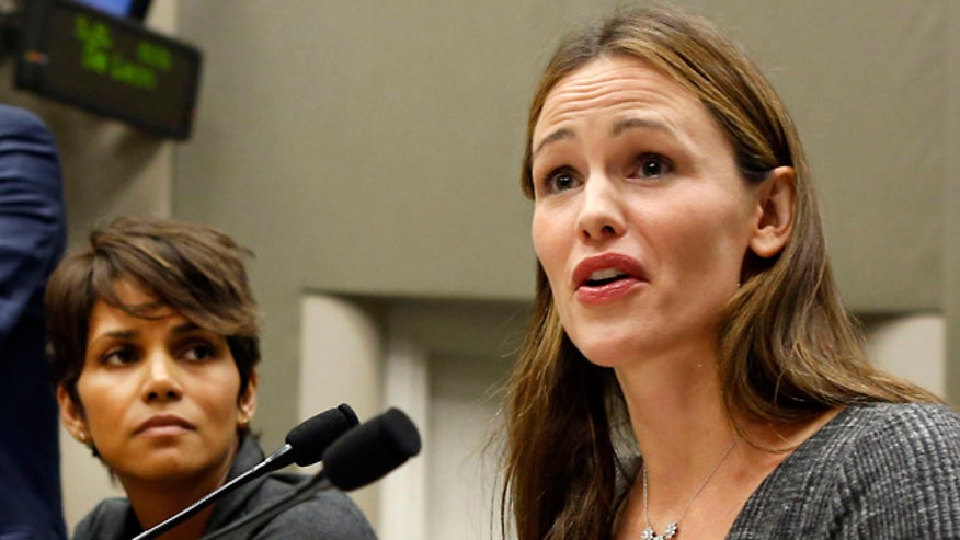 Jennifer Garner said her children are constantly harassed by paparazzi and there should be laws against that.