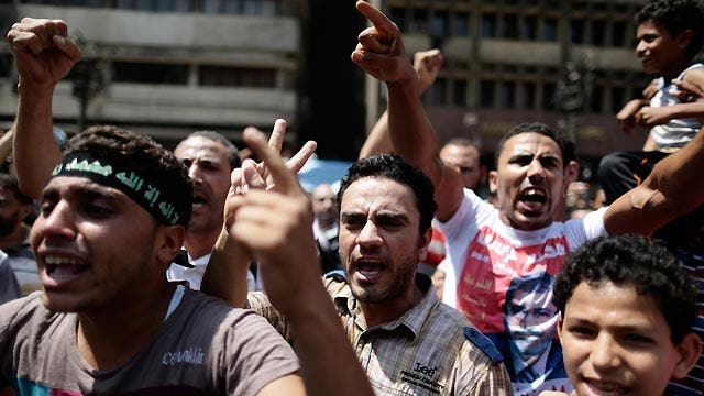 Major companies halt operations amid unrest in Egypt