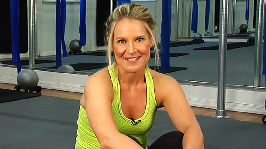 Flex Fitness expert Jackie Dragone shows us how to strengthen our core in four easy moves.