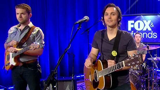 Charlie Worsham performs 'Could It Be'