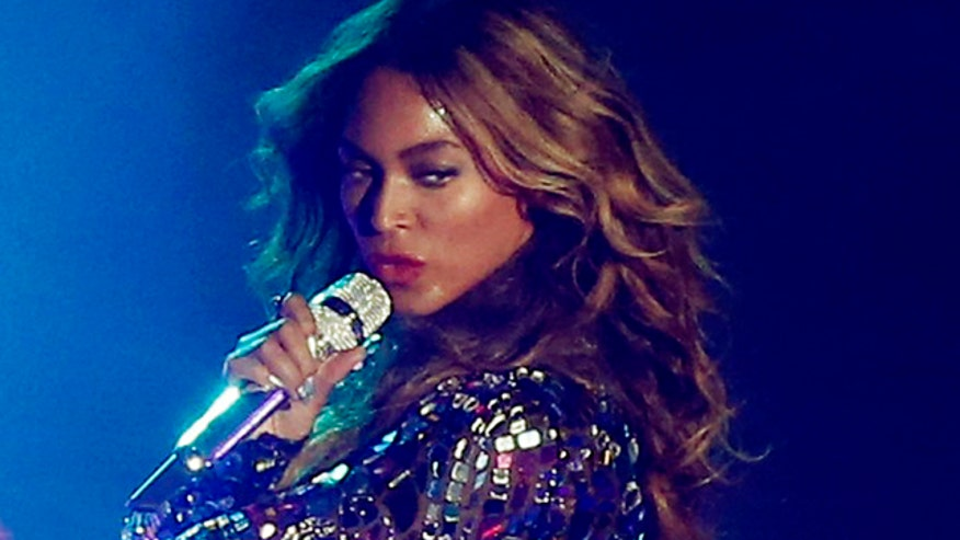 Beyonce criticized for sexed-up 'feminist' performance