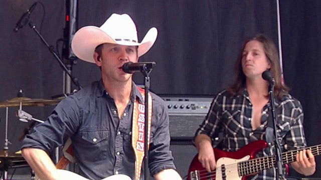 Justin Moore performs 'Point at You'