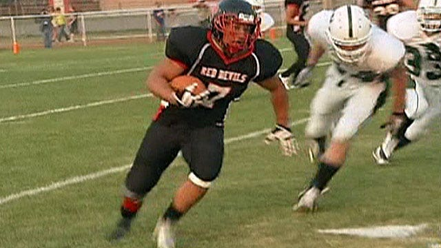 Football star returns to field with prosthetic blade