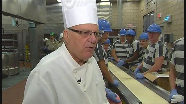 Sheriff Joe Arpaio Makes Prisoners Go Vegetarian