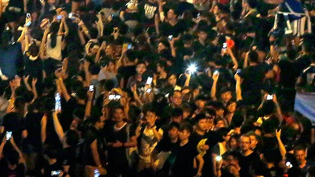 Hong Kong protesters demand to meet with city leader