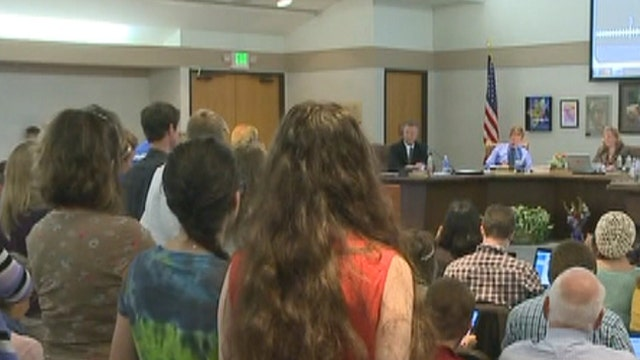 Colo. school board refuses to drop review of AP course