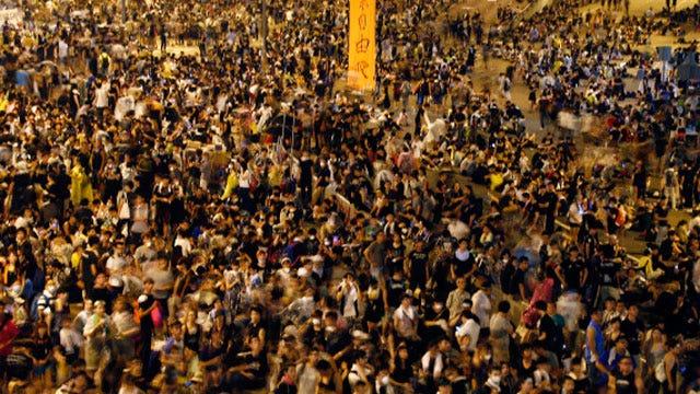 Pro-Beijing, pro-democracy demonstrators continue to clash
