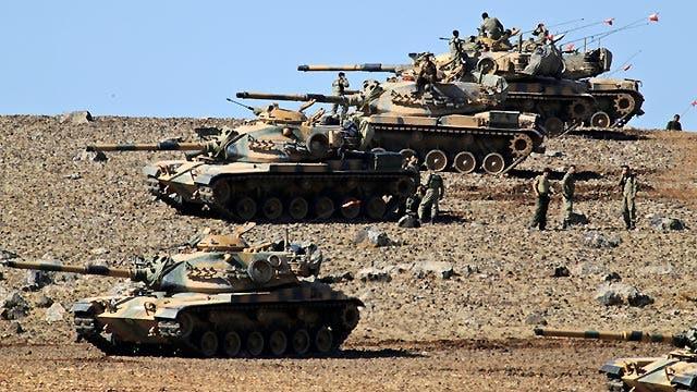 ISIS pushes toward Turkey, tanks line up on border