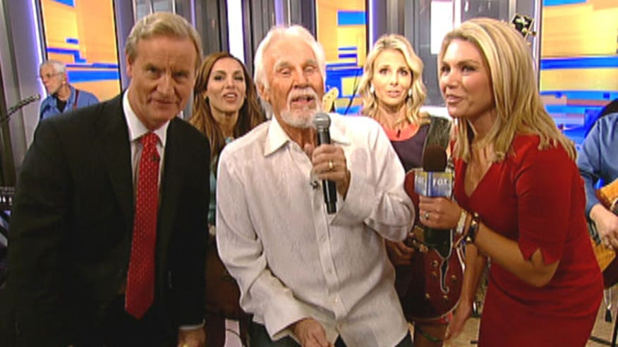 Country legend preforms his iconic song 'The Gambler' with Steve, Maria, Heather and Elisabeth