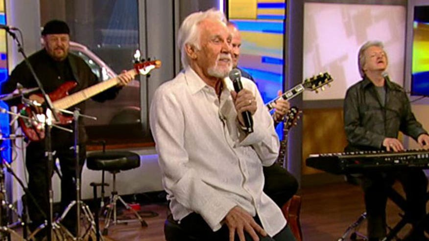 Kenny Rogers crashes the Curvy Couch
