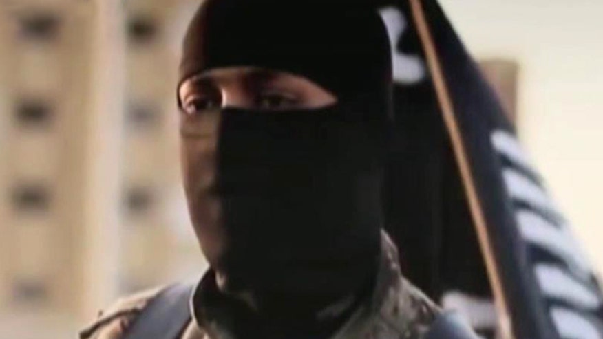 Hunt for identity of masked executioner speaking English in video