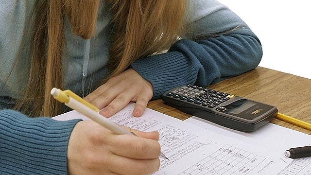 Teen sues school district after getting 'F' on exam