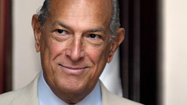 Oscar de la Renta dies at 82