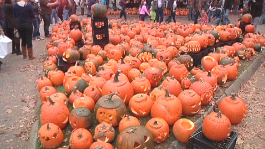 New Hampshire town sets world record at pumpkinfest for most jack-olanterns lit at once