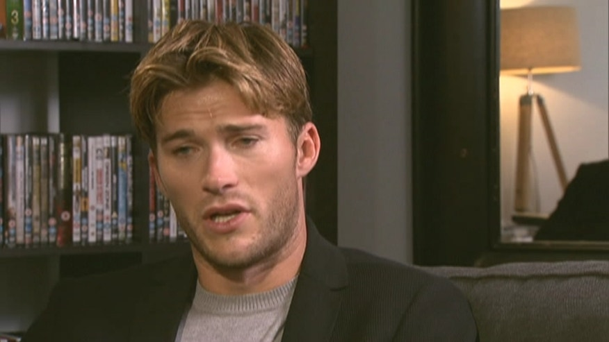 Scott Eastwood sits down with Michael Tammero for a chat.