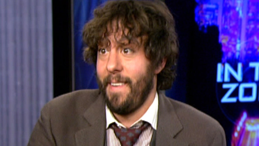 '2 Broke Girls' star Jonathan Kite says Kat Dennings and Beth Behrs are like sisters to him