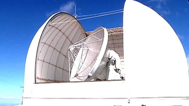 Massive radio telescope probes sky for black holes, Milky Way