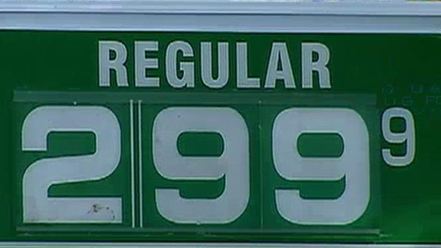 Rising US oil production helps to lower gas prices