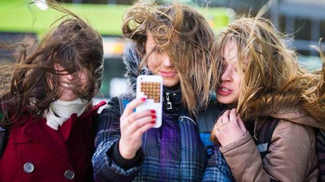 'Selfies' blamed for head lice outbreak overseas