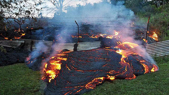 River of lava closes within 200 yards of Hawaiian homes