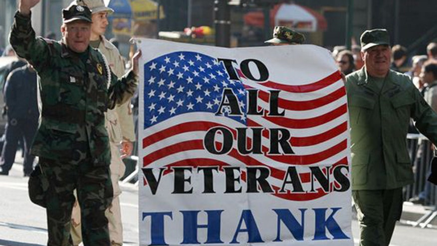 Gates, Starbucks CEO discuss honoring military members
