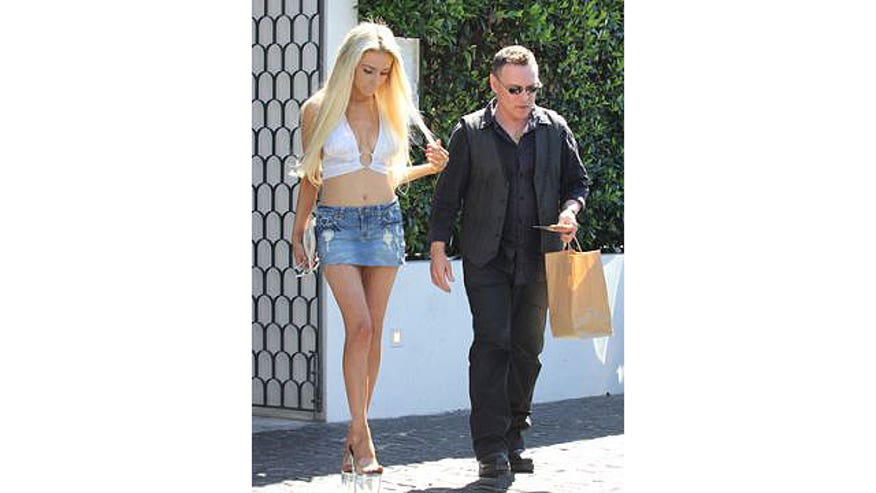 Courtney Stodden and Doug Hutchison seem to have a very complicated agreement now that they've split