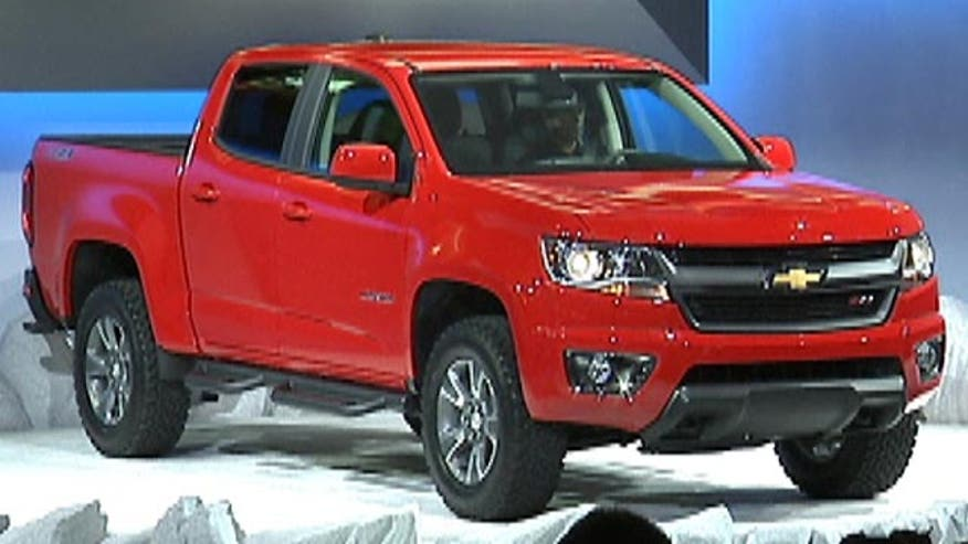 Fox Car Report checks out the 2015 Chevrolet Colorado at the Los Angeles Auto Show with GM North American President Mark Reuss.