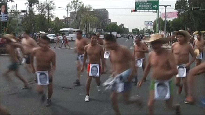 Hundreds of farmers from Veracruz, Mexico staged a demonstration in their underwear on the streets of Mexico City to protest against what they claim to be abuses of power by former state governors.