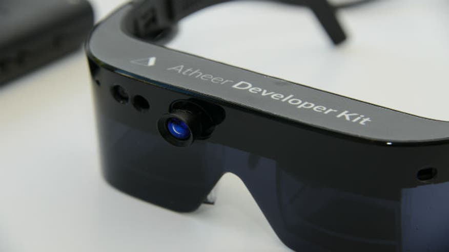 Atheer Labs, a start-up from California, has developed new interactive 3-D glasses to help doctors in and out of the operating room