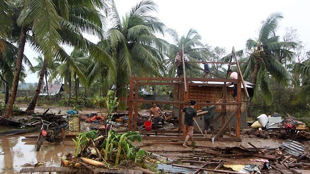 Around the World: Powerful typhoon hits the Philippines