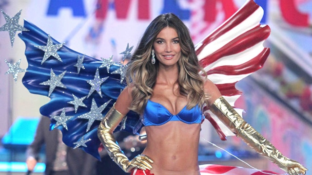 Willis Clan Were Not The Singing Duggar Family as well Stars Shine At Victorias Secret Fashion Show in addition Paul Simon Edie Brickell Charges Dropped additionally Bruce Willis Against New Gun Control Laws Says There No Link Between Hollywood moreover Karlsvogna Den Store Osen 1. on bk radio