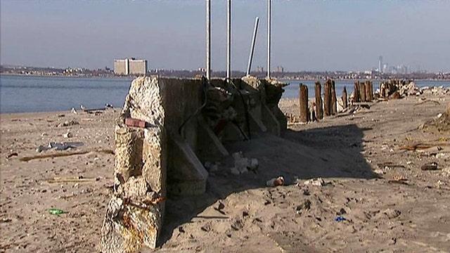 Sandy victims demand government build sea walls