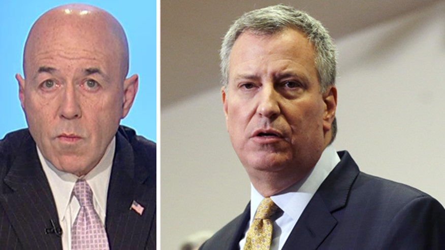 Former NYPD commissioner challenges NYC mayor