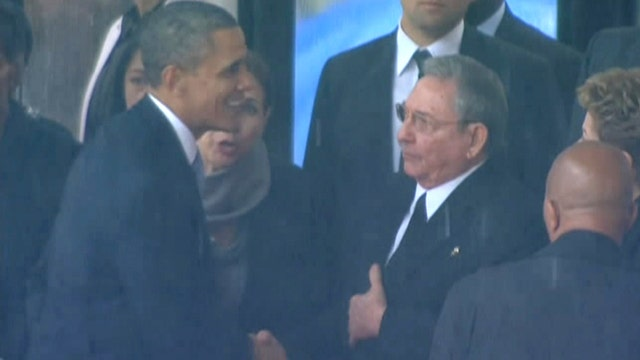 Obama shakes hands with Cuban President Raul Castro