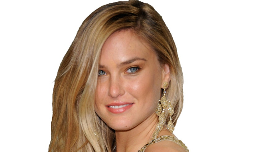Bar Refaeli showed off her sexy figure for the latest issue of Elle Spain