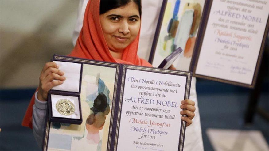 Malala Yousafzai accepts award