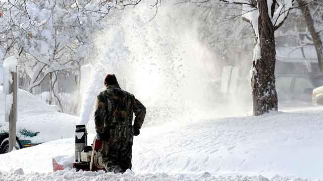 Winter storm dumps deep snow on Midwest