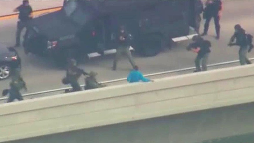California police tackle suspect to ground, rescue children after highway pursuit