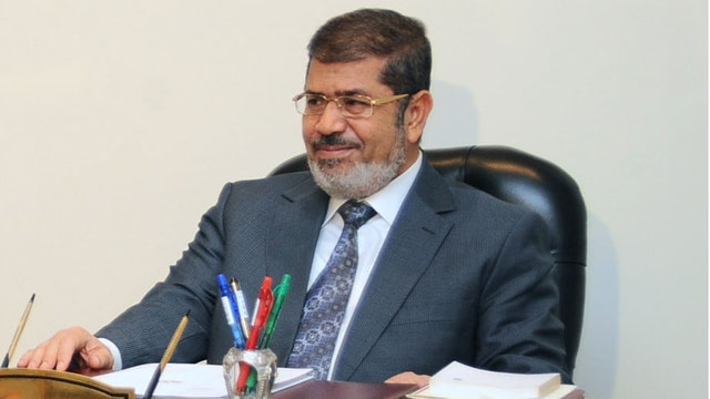 Threat of violence as Morsi continues to push constitution