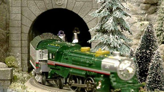 Lionel Trains upgrades classic Christmas décor