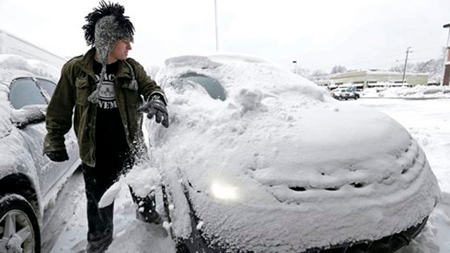 Massive Midwest snowstorm strands holiday travelers
